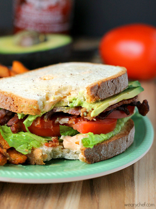 BLTA with Spicy Mayo - This tasty and easy dinner is perfect for busy nights!