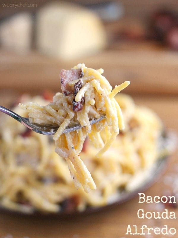 With only a little butter and milk instead of cream, this Bacon Alfredo with Gouda and Parmesan is lighter than it looks! - wearychef.com