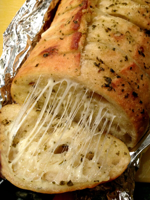 You only need a few ingredients to make these incredibly cheesy pesto bread!