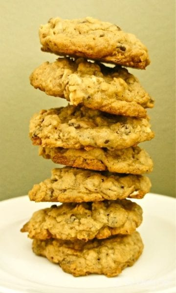 Chewy #Oatmeal #Cookies with #chocolatechips and #caramel - Reduced sugar and whole wheat flour makes for a cookie you can feel good about! from wearychef.com