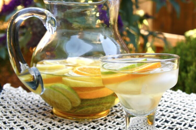Margarita Sangria - Refreshing #sangria loaded with citrus and hints of margarita flavor. via @wearychef