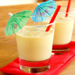 Easy Tropical Smoothie with Mango and Pineapple