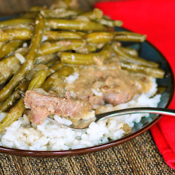 Fork Tender Steaks with Green Beans and Gravy: A frugal skillet dinner!