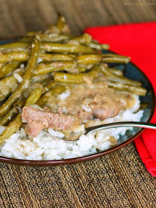 Fork Tender Steaks with Green Beans and Gravy - An easy skillet dinner for under $10! #beef