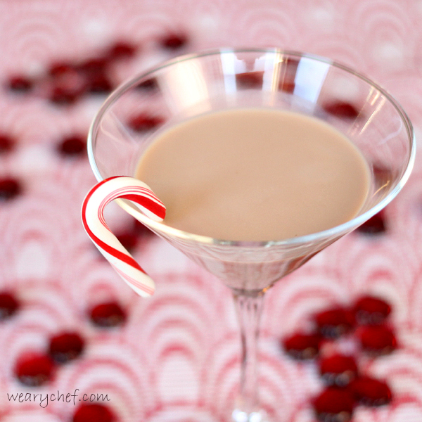 Chocolate Candy Cane Martini is simple to make! #candycane #Christmas #cocktail