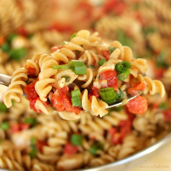 6 Ingredient Mexican Chicken Pasta - You only need a few ingredients to make a tasty dinner! - wearychef.com