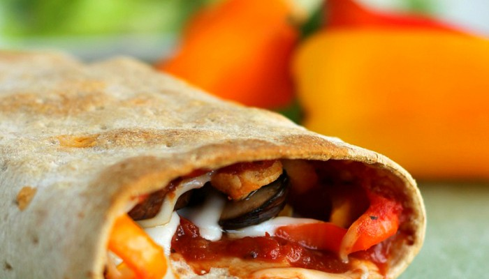 Skinny Pizza Rolls - All the taste of pizza in a healthy wrap!