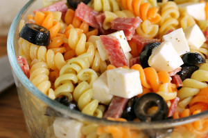 Pizza Pasta Salad: An Easy Lunch Box Recipe!