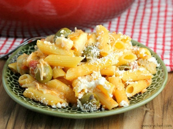 One-Pot Mediterranean Pasta - Use a few pantry staples to get this weeknight dinner on the table with no fuss! #cansgetyoucooking