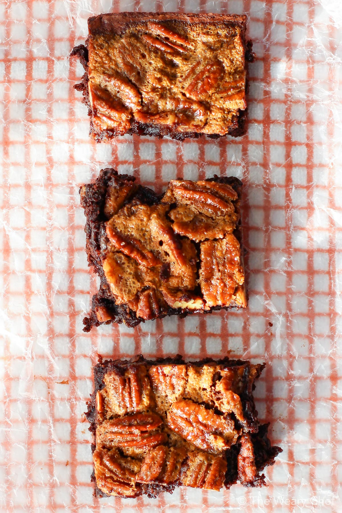 Pecan Pie Brownies are a chocolate lovers dream. #pecanpie #chocolate #pecan #brownies