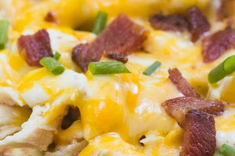 Dive into this Chicken Bacon Ranch Flatbread Pizza for an easy dinner tonight!
