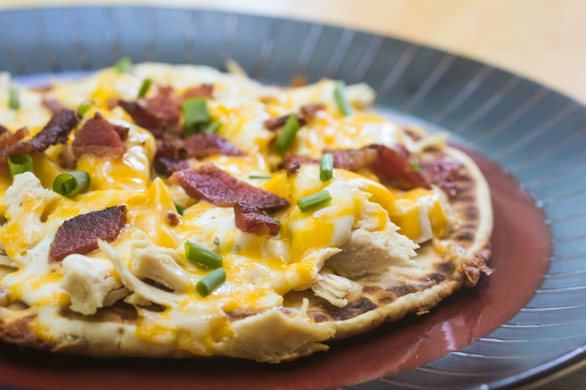 You'll love this Chicken Bacon Ranch Flatbread Pizza for a quick dinner fix!