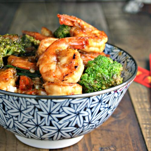 Forget the takeout when you can have this quick and easy shrimp and broccoli stir fry on the table with ease!