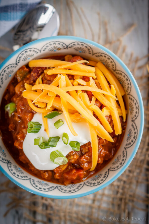 This slow cooker chili is super quick and easy to throw together and makes the perfect warming meal for these cold winter evenings! #chili #beef #chorizo #slowcooker #crockpot