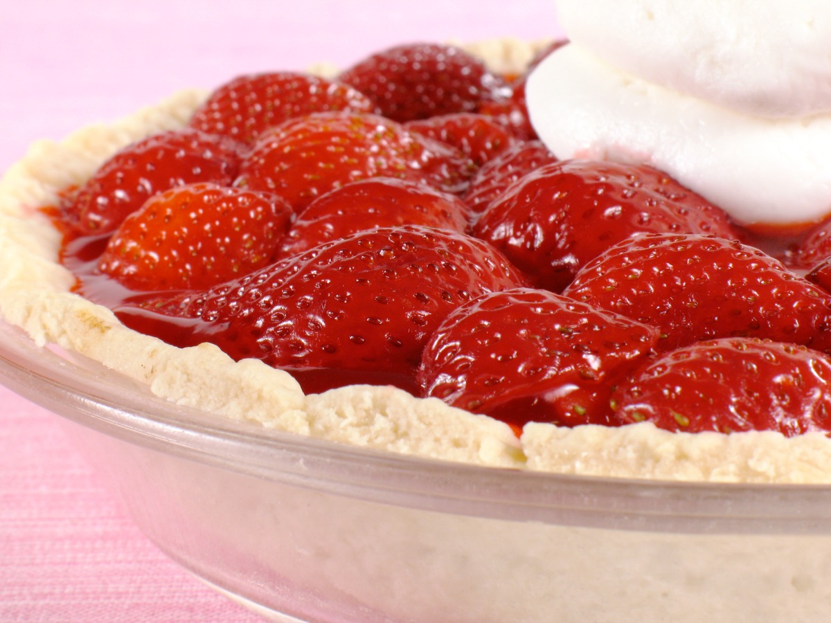 This old-fashioned Fresh Strawberry Pie is the classic dessert you love! It's perfect for spring and summer gatherings or even a weeknight family treat.