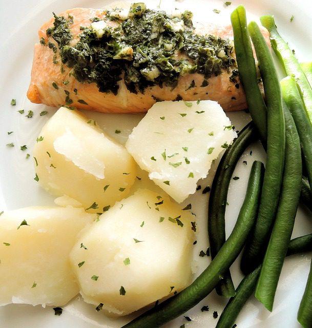 oven-baked-salmon-potatoes