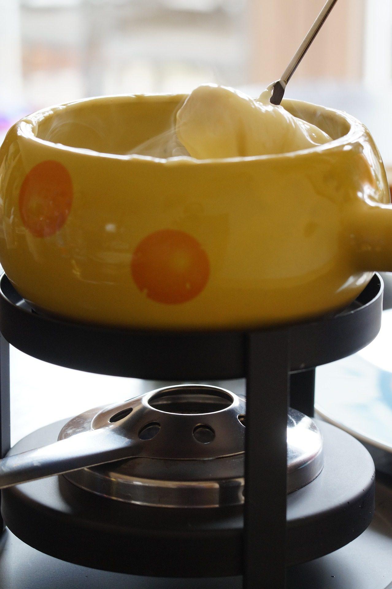 Swiss Cheese Fondue in a Pot